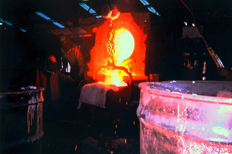 3000# furnace pouring metal into a ladle to pour the molds.